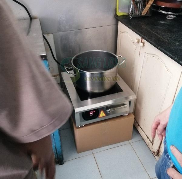 Lắp đặt bếp cho Trung tâm hỗ trợ sáng kiến phát triển cộng đồng